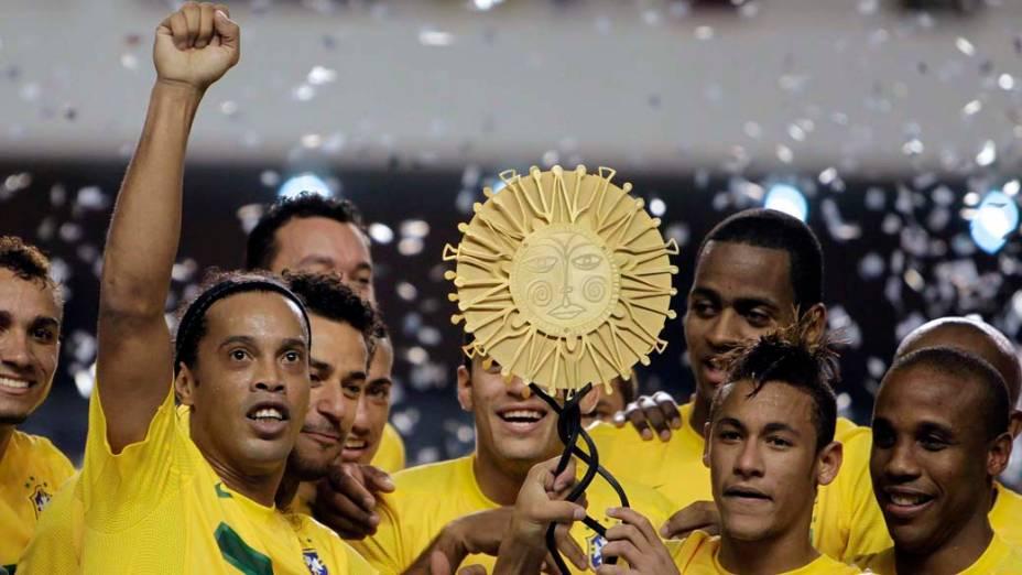 Jogadores da seleção brasileira comemoram título do Superclássicos das Américas após vitória por 2 a 0 sobre a Argentina, em partida realizada no estádio Mangueirão, em Belém
