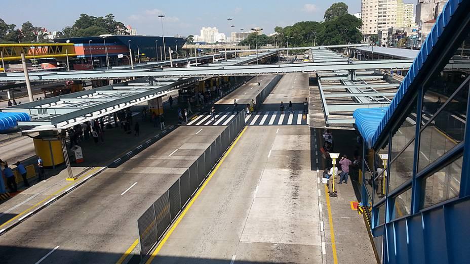 Terminal Parque Dom Pedro praticamente sem ônibus no início da tarde desta terça-feira (20)