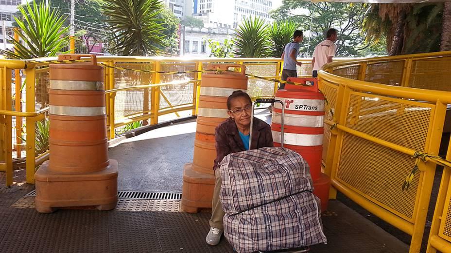 Passarela do Expresso Tiradentes fechada na entrada do Terminal Parque Dom Pedro no início da tarde desta terça-feira (20)