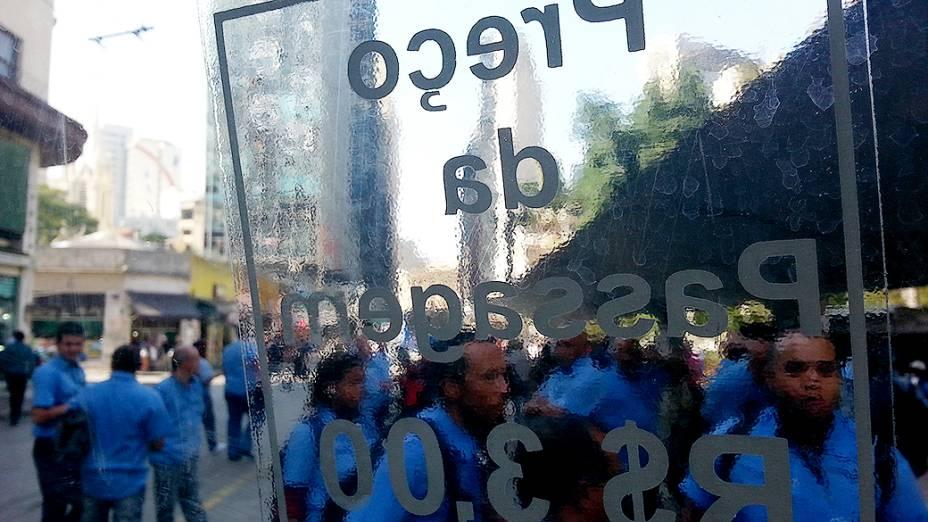 Motoristas e cobradores parados no Largo do Paissandú, região central da capital paulista