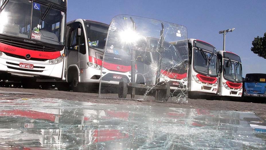 Ônibus depredado em Campo Grande, na zona oeste do Rio de Janeiro
