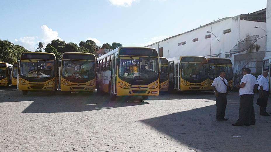 Após um assalto a ônibus na noite de ontem, motoristas e cobradores decidiram interromper a circulação em algumas linhas