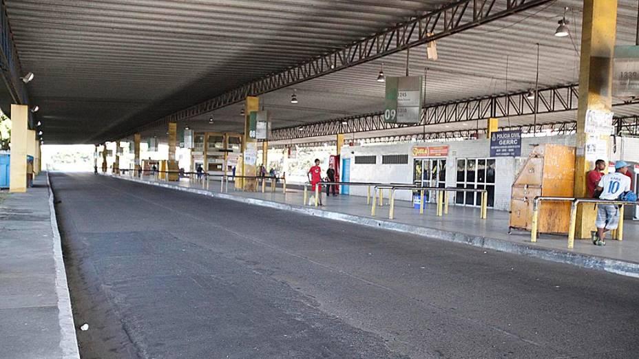 Ruas e estações de ônibus de Salvador ficaram vazias por causa do temor da população de sofrer ataques de criminosos