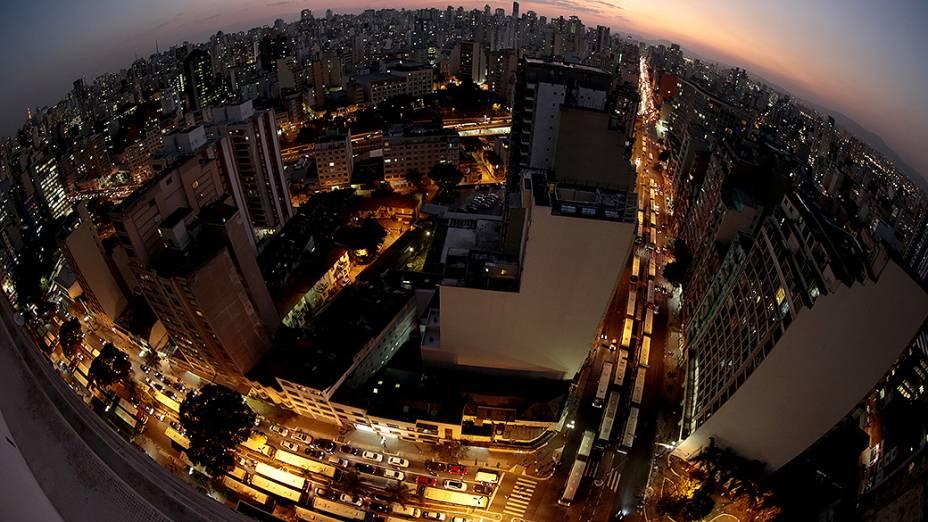 Fila de ônibus na avenida Duque de Caxias, no centro de São Paulo