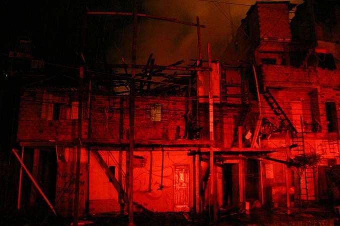 brasil-incendio-favela-heliopolis-20130707-01-original.jpeg