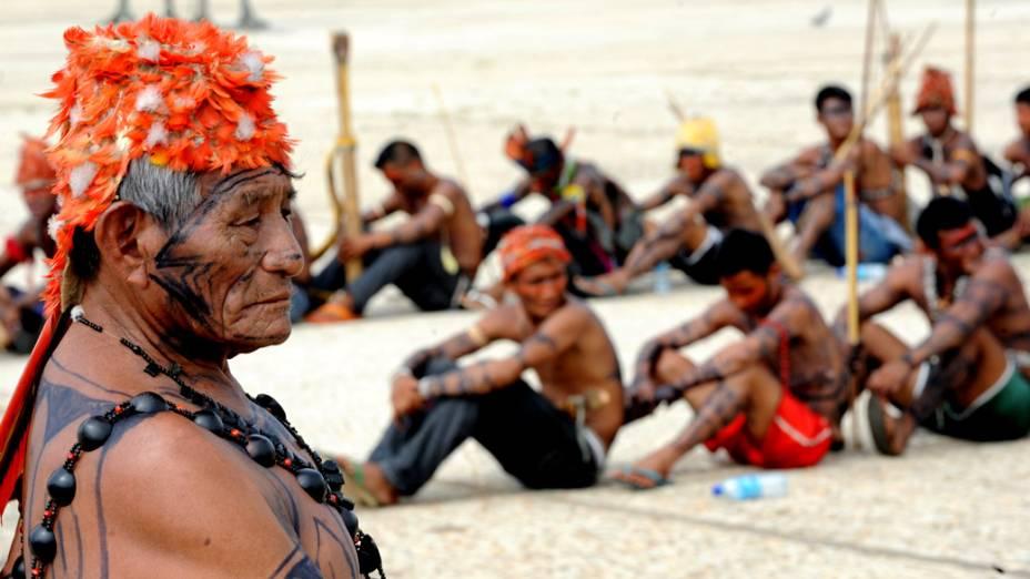 Índios mundurukus na Praça dos Três Poderes, em frente ao Palácio do Planalto