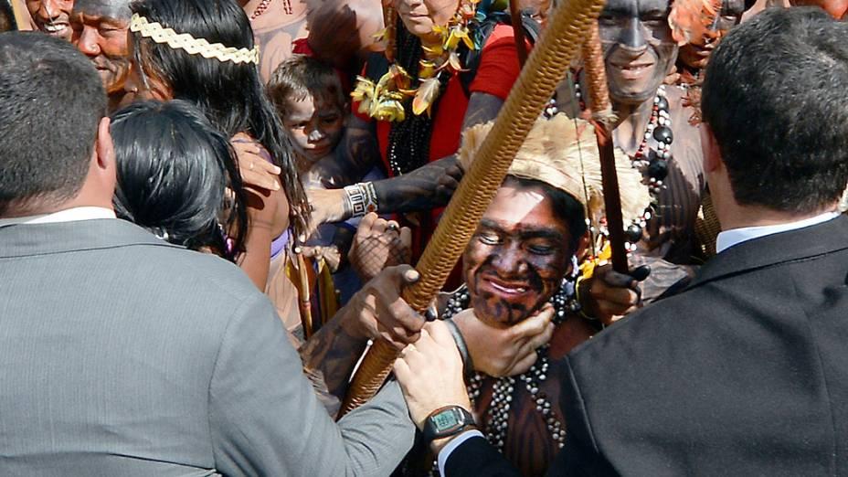 Índios mundurukus tentam invadir o Palácio do Planalto