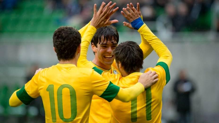 Kaká, Oscar e Neymar comandaram a vitória do Brasil contra o Japão