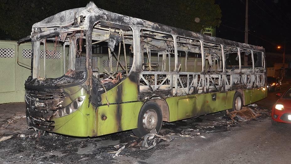 Ônibus foram incendiados em São Luís no Maranhão na sexta-feira (03), em retaliação à ocupação, do Complexo Penitenciário de Pedrinhas pela polícia militar