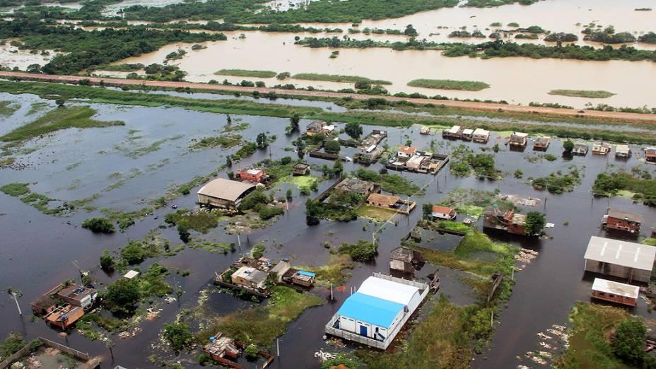 Imagem aérea cedida pela prefeitura de Vila Velha, mostra as regiões afetadas pelas chuvas na cidade do estado do Espírito Santo
