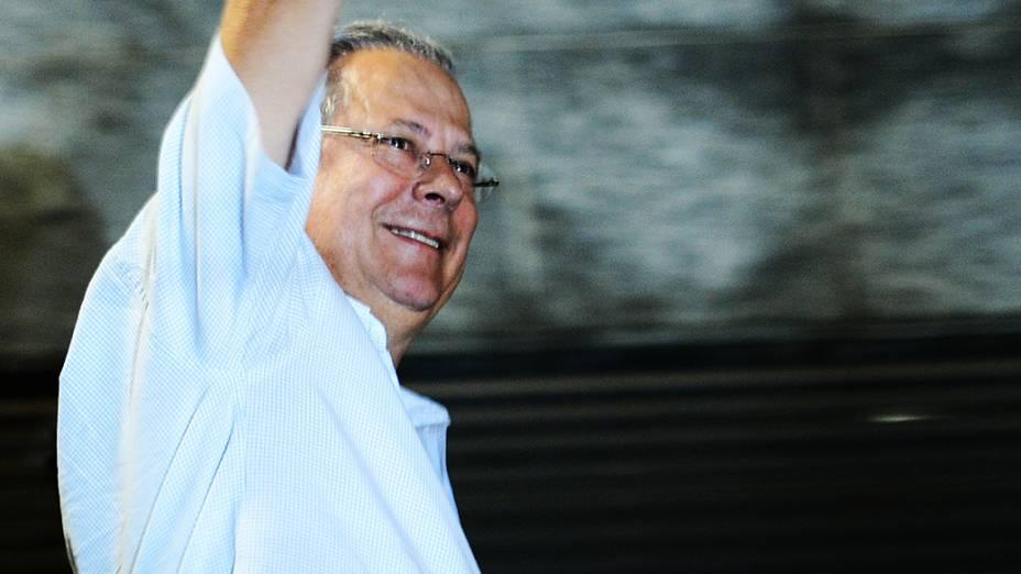 José Dirceu se entrega na sede da Polícia Federal, em São Paulo