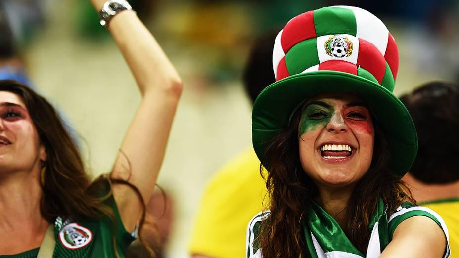 Torcedora do México durante o jogo contra o Brasil no Castelão, em Fortaleza