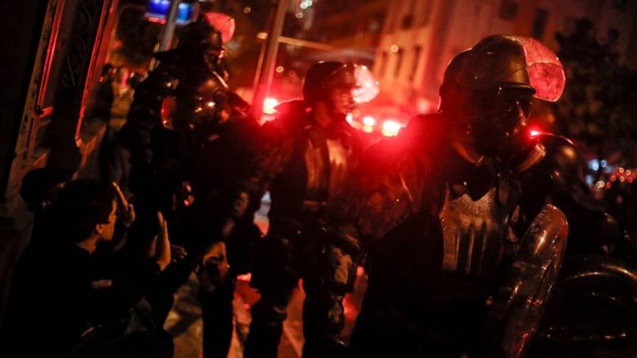 Manifestantes em confronto com a policia próximo ao Palácio da Guanabara durante visita do papa Francisco<br><br>