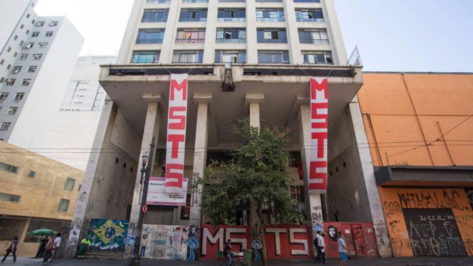 Fachada do antigoCine Marrocos,invadido por integrantes do Movimento sem-teto de São Paulo, MSTS