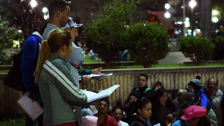 Militantes do MTST organizam as filas para recolher as presenças