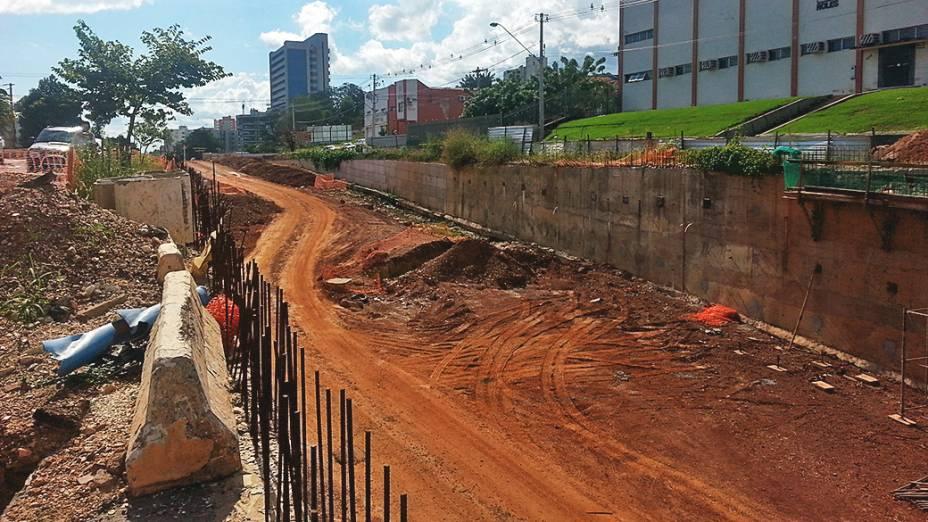 Com obras atrasadas, a trincheira Jurumirim, de quase 1 quilômetro de extensão, em Cuiabá (MT)