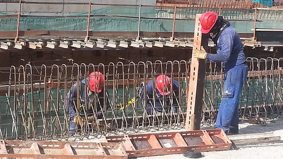 Obras da trincheira Jurumirim que deveria dar acesso a avenida Miguel Sutil, em Cuiabá (MT)