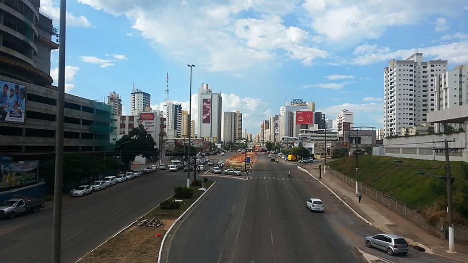 Avenida do CPA, eixo de ligação entre prédios públicos de Mato Grosso e zona hoteleira de Cuiabá