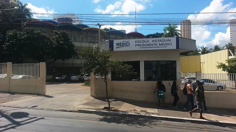 Escola Estadual Presidente Médici onde a prefeitura de Cuiabá quer alojar turistas mochleiros em salas de aula