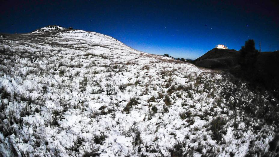 Com a chegada da massa de ar polar em Santa Catarina, na madrugada de terça-feira a temperatura no alto da serra catarinense chegou a -5 graus, à 50 Km de Florianópolis. A sensação térmica passou de 15 graus negativos