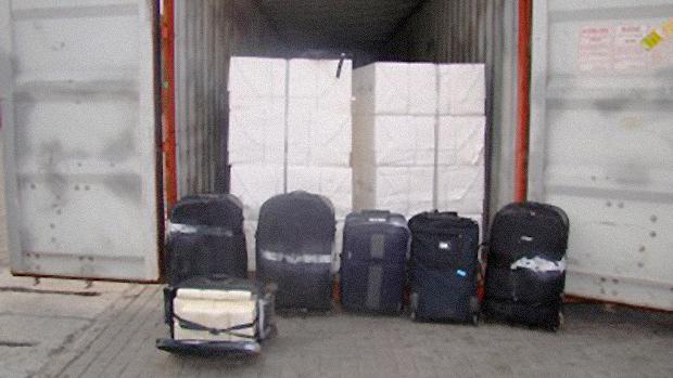 """Malas recheadas de cocaína """"tipo exportação"""" são encontradas entre carregamento de celulose"""