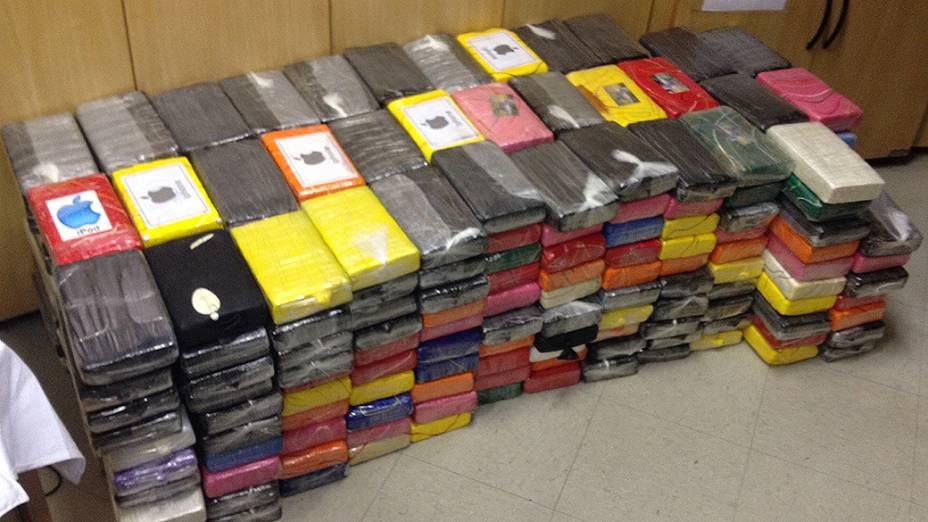 Quantidade expressiva de cocaína foi apreendida na casa do tráfico em Bertioga (SP)
