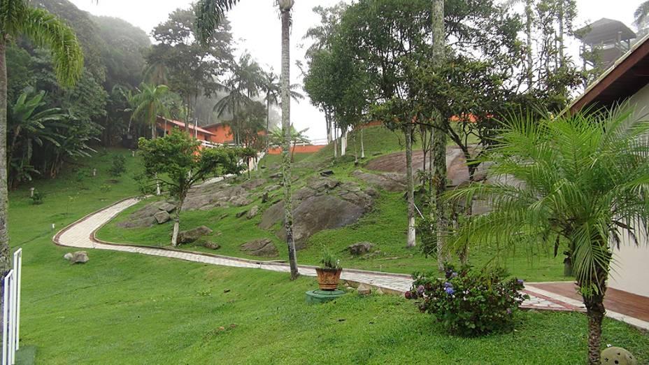 Jardins do sítio em Mogi das Cruzes (SP) que pertence a traficante preso na Operação Oversea da PF