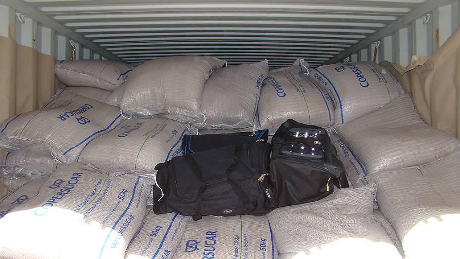 Contêiner de açúcar carregava malas recheadas de cocaína