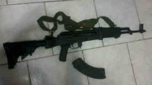 Fuzil AK-104 de origem Russa compartimentado para disparar munições 7,62 x 39 milímetros, arma de Alta Letalidade