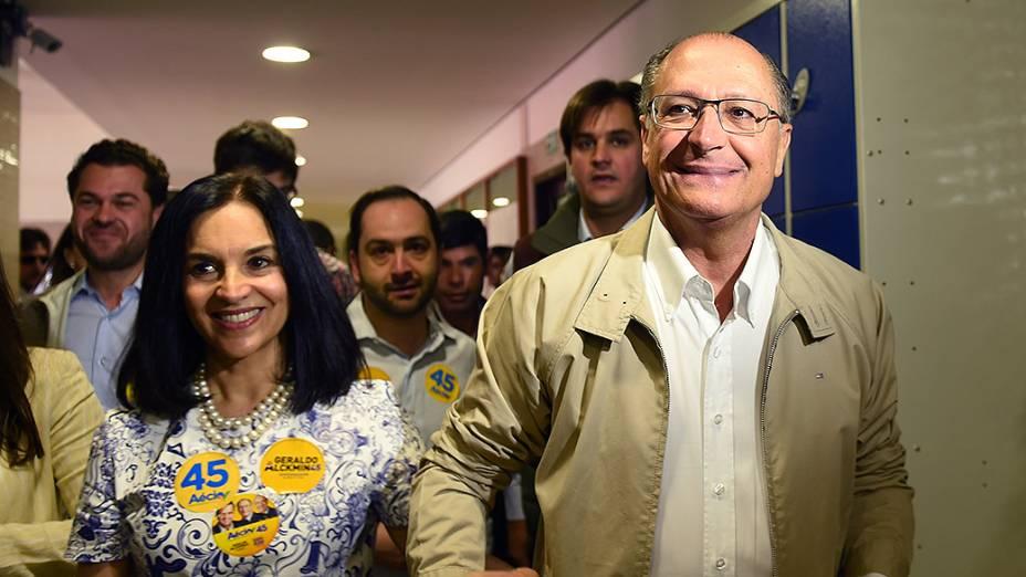 O candidato à reeleição ao governo de São Paulo, Geraldo Alckmin (PSDB), vota no colégio Santo Américo na capital paulista