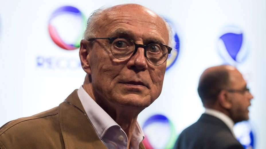 O candidato do PT ao senado de São Paulo, Eduardo Suplicy, comparece ao debate dos presidenciáveis promovido pela Rede Record neste domingo (28), em São Paulo