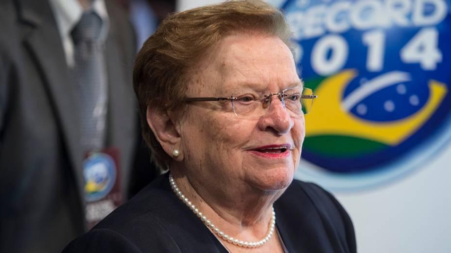 A deputada federal Luiza Erundina (PSB), comparece ao debate dos presidenciáveis promovido pela Rede Record neste domingo (28), em São Paulo