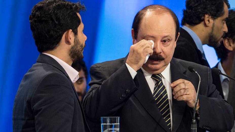 O candidato do PRTB à Presidência da República, Levy Fidelix, durante o intervalo do debate promovido pela Rede Record neste domingo (28), em São Paulo
