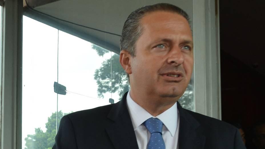 Ainda como governador de Pernambuco, Eduardo Campos, concede entrevista após encontro com o ministro da Fazenda, Guido Mantega - 24/04/2013