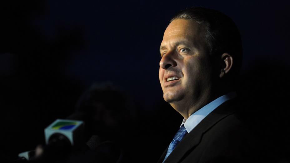 O governador reeleito de Pernanbuco, Eduardo Campos, fala à imprensa após encontro com a presidente eleita, Dilma Rousseff  - 23/11/2010