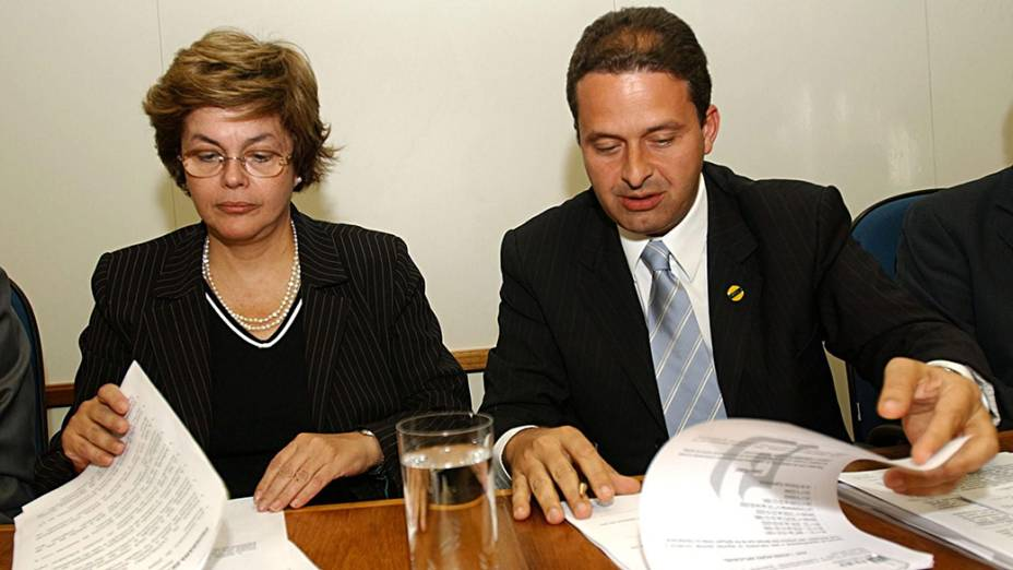 Os então ministros de Minas e Energia, Dilma Rousseff, e da Ciência e Tecnologia, Eduardo Campos, em 2004