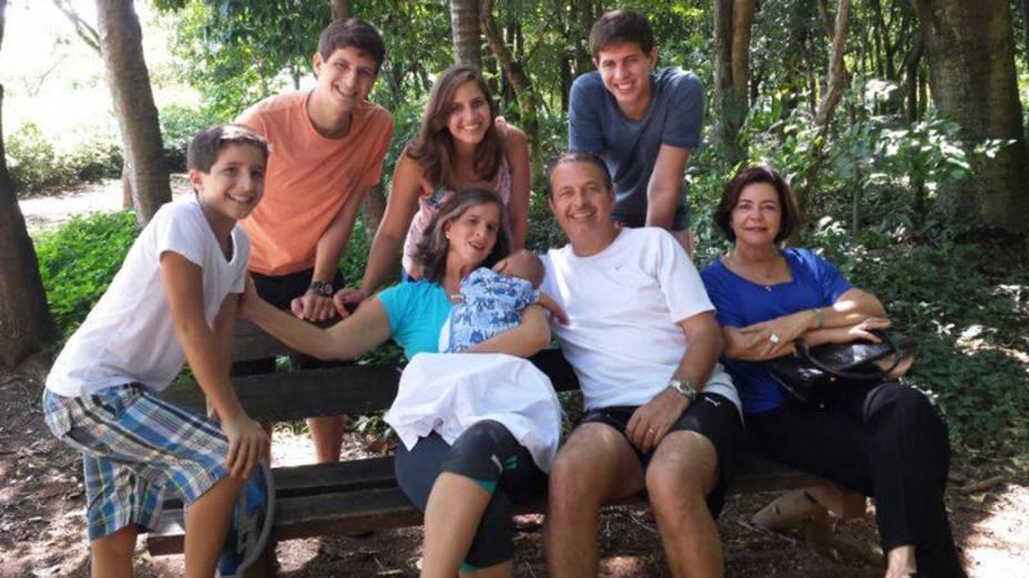 Eduardo Campos com a família no parque