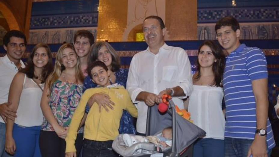 O ex-governador de Pernambuco, Eduardo Campos, em Aparecida com família