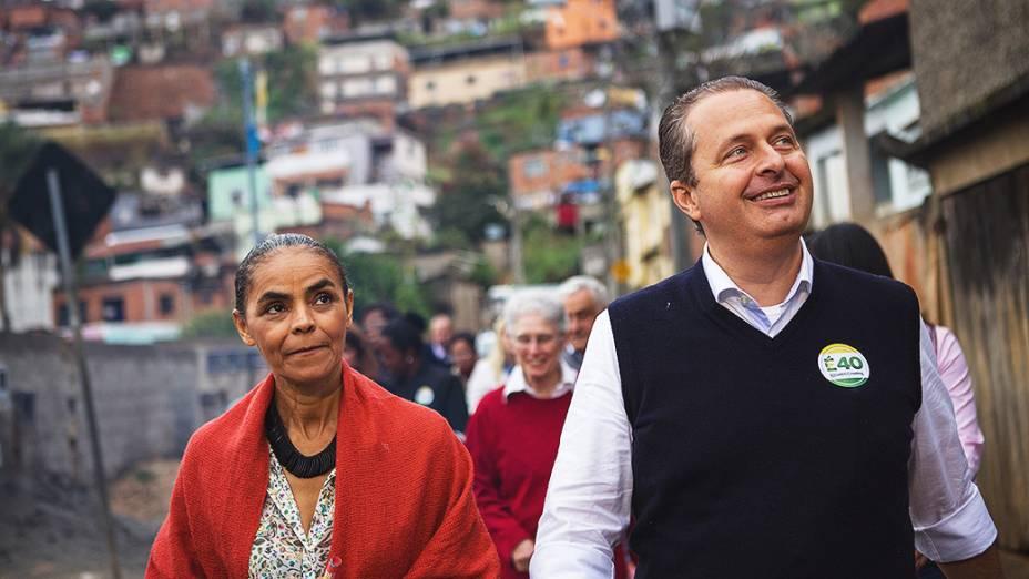 Eduardo Campos e Marina Silva visitam a comunidade Vila Olavo Costa na cidade de Juiz de Fora (MG)