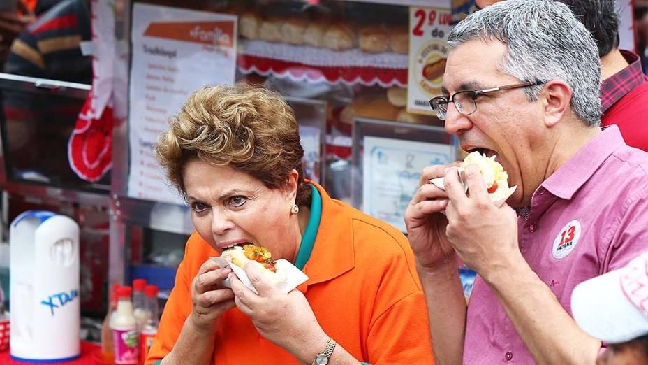 A presidente Dilma Rousseff e o candidato ao governo de São Paulo, Alexandre Padilha (PT), durante campanha em Osasco, SP - 09/08/2014
