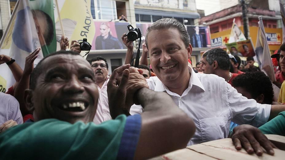 Eduardo Campos faz caminhada pelo bairro da Cidade Alta, regiao central de Natal