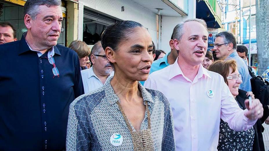 Marina Silva, vice-candidata à presidência da República, caminha no centro de Santo André (SP)