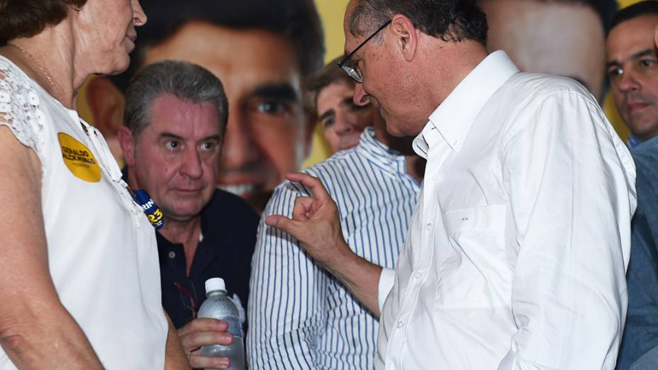 O candidato a reeleição ao governo do Estado de São Paulo, Geraldo Alckmin, durante campanha em Ribeirão Preto, no interior paulista