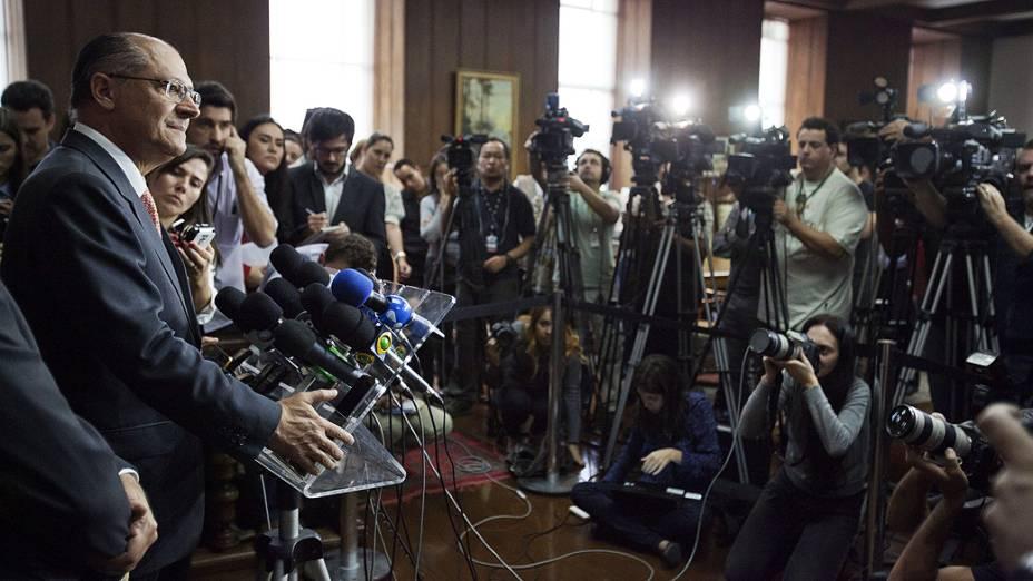 Geraldo Alckmin anunciou em entrevista coletiva nesta terça-feira (13) que governo entrará com processo contra a empresa alemã Siemens pela suposta fraude na licitação de contratos no setor ferroviário