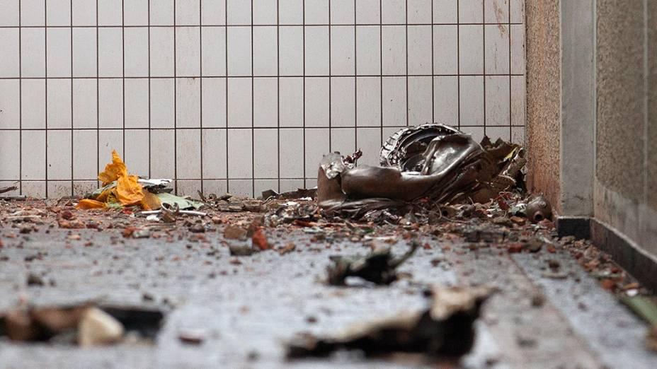 Destroços da aeronave encontrados no local do acidente em Santos