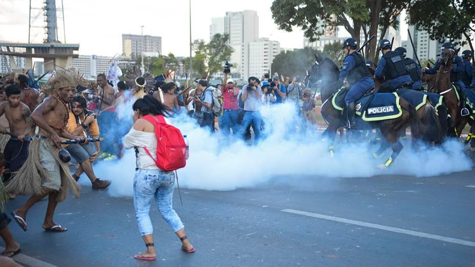 Índios entram em confronto com a Polícia Militar em Brasília