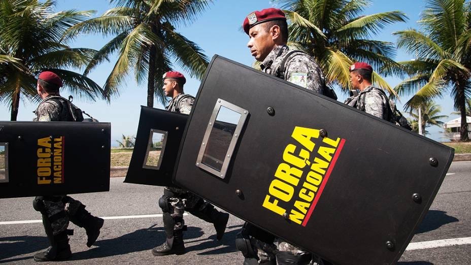 Homens da Força Nacional protegem entrada do Hotel Windsor Barra, Zona Oeste do Rio de Janeiro