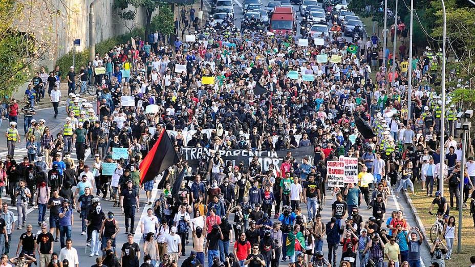 São Paulo - Integrantes do Black Bloc ocuparam a avenida 23 de Maio durante manifestações pelo dia da Independência