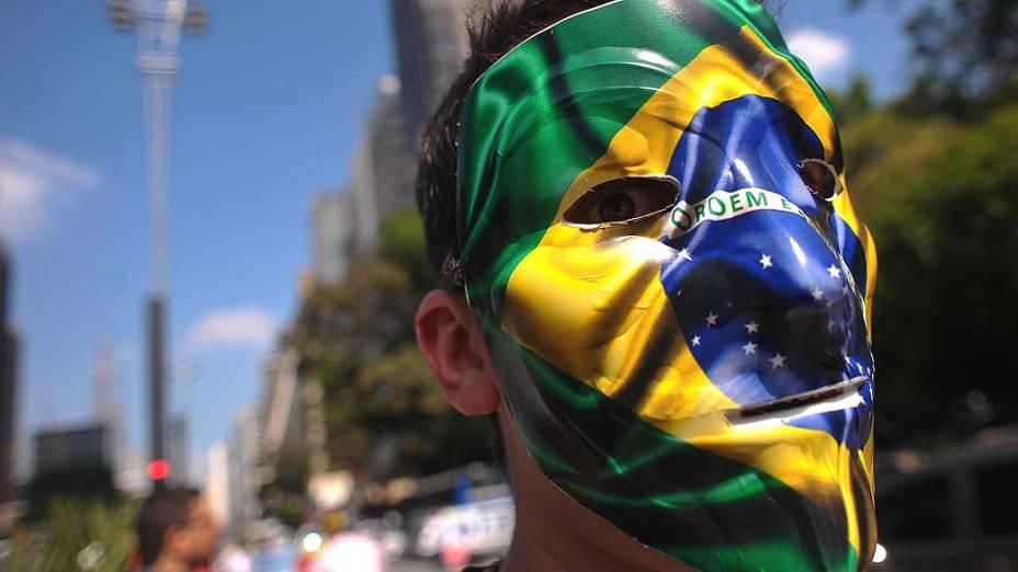 São Paulo - Movimentação de manifestantes na avenida Paulista