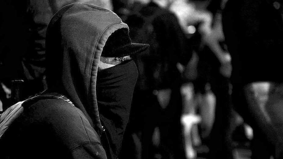 Manifestante mascarado durante protesto do Movimento Passe Livre, em São Paulo